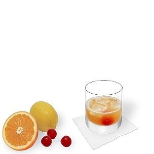 Amaretto Sour servido en un vaso de whisky, es la manera más común de presentar esta bebida sabrosa.