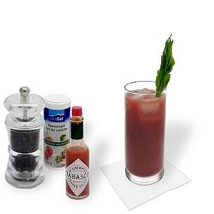 Bloody Mary en un vaso largo, la forma habitual para servir este cóctel sabroso para resacas.
