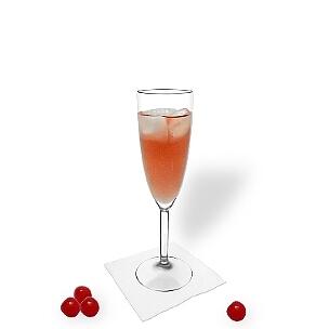 Kir royal servido en una copa de champán, es la manera más común de presentar esta deliciosa bebida con champán.