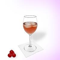 Kir en una copa de vino.