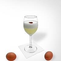 Pisco Sour en una copa de vino.
